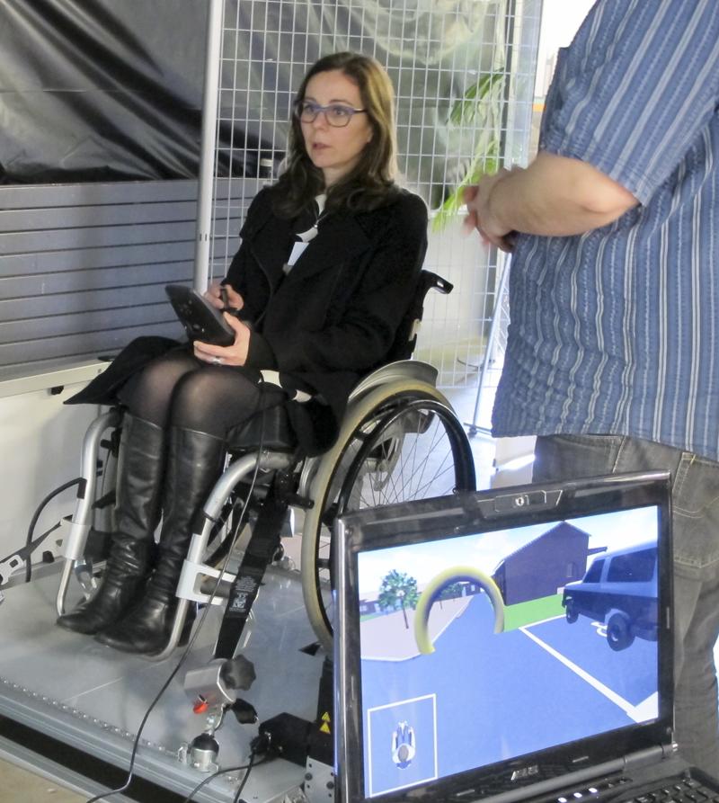 Virtual fauteuil testé par Sarah Boratav, Cheffe de projet Egalité-Diversité, Université Paris-Saclay